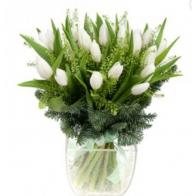 Зимний букет из 25 белых тюльпанов