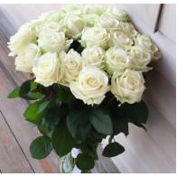 25 белых роз купить в Санкт-Петербурге