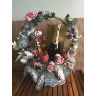 Новогодняя корзина с натуральной елкой