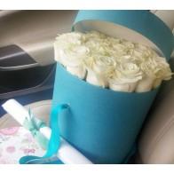 25 белых роз в шляпной коробке СПБ