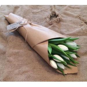 9 белых тюльпанов в крафте