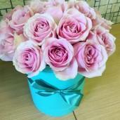 15 роз розовых в шляпной коробке