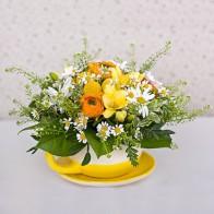 Корзинка с цветами (в чашке).