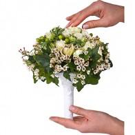 Букет невесты из белых роз и анемонов