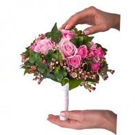 Букет невесты из розовых цветов