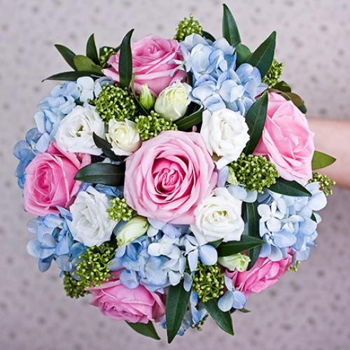 Букет невесты с розами и гортензией