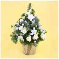 Композиция «Ель с цветами»