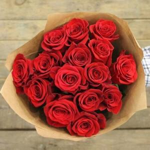 13 роз в крафте СПБ