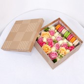 Коробка с печеньем и макаруни